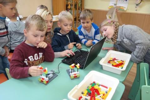 Ankstyvoji robotika l_d Pasaka_Išmanioji mokykla 2016 10 07 (38)
